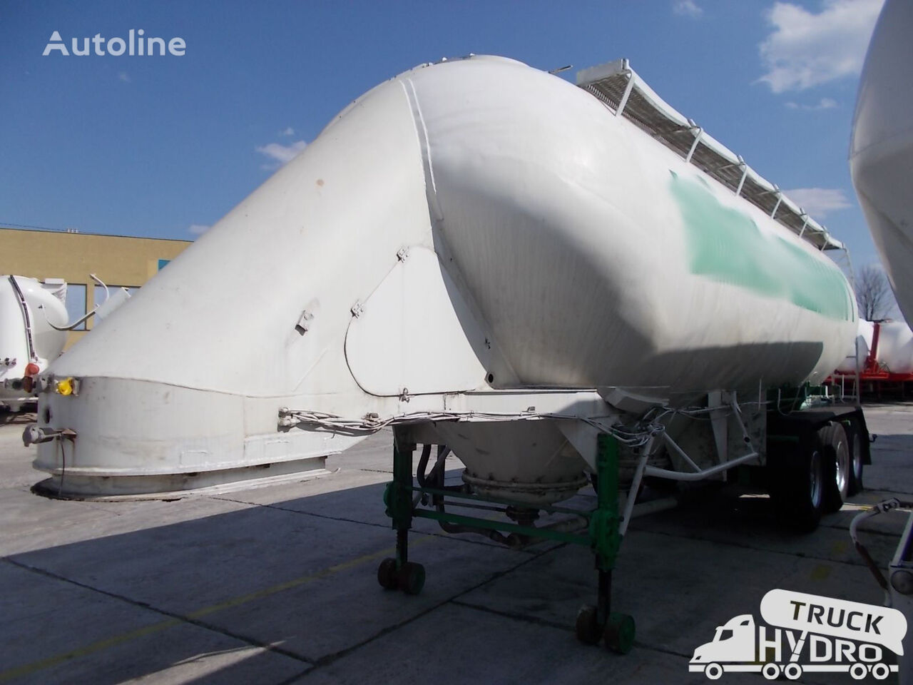VAN HOOL VH 32-24 T3 cement tank trailer