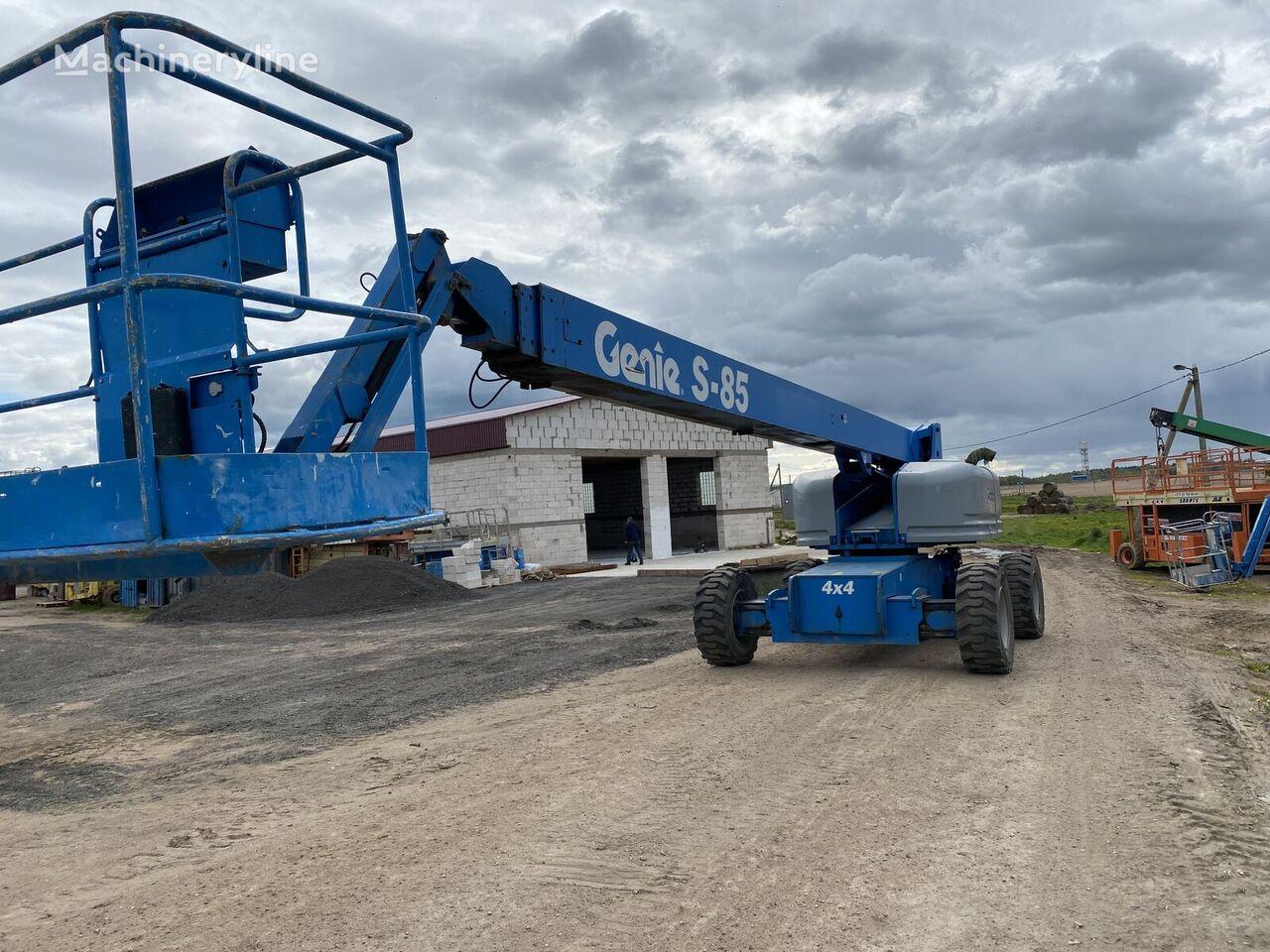 GENIE S85 telescopic boom lift
